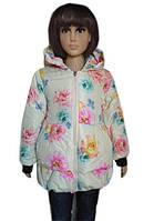 Детская белая курточка в яркий цветочный принт