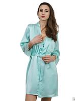 Голубой халат с кружевными манжетами