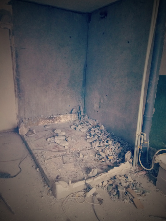 Перед последним этапом - демонтажом бетонного пола.