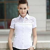 Нежная блуза с кружевной вставкой