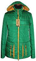 Весенняя женская куртка с контрастным сочетанием цветов