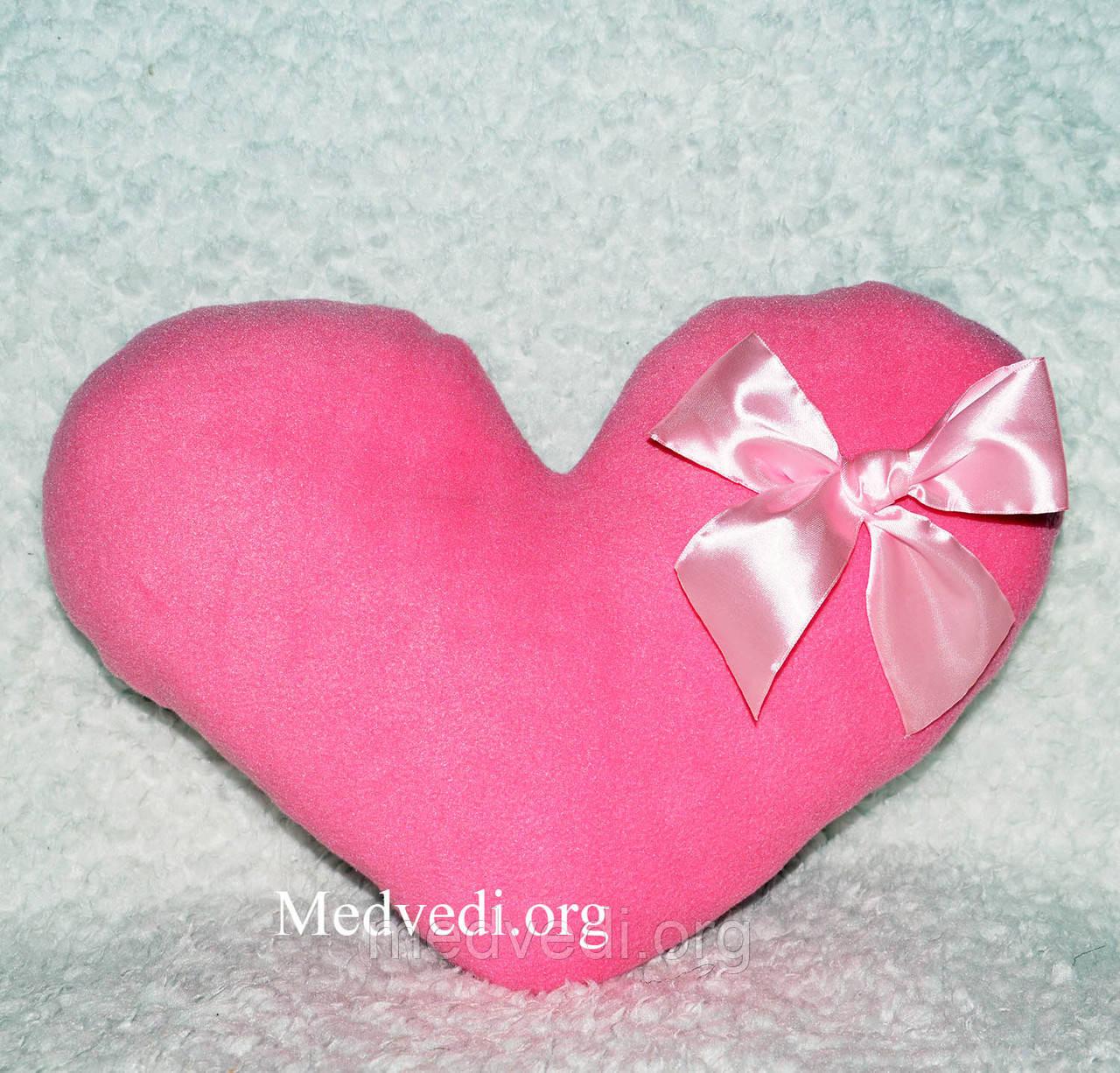 Розовая подушка-сердце ручной работы