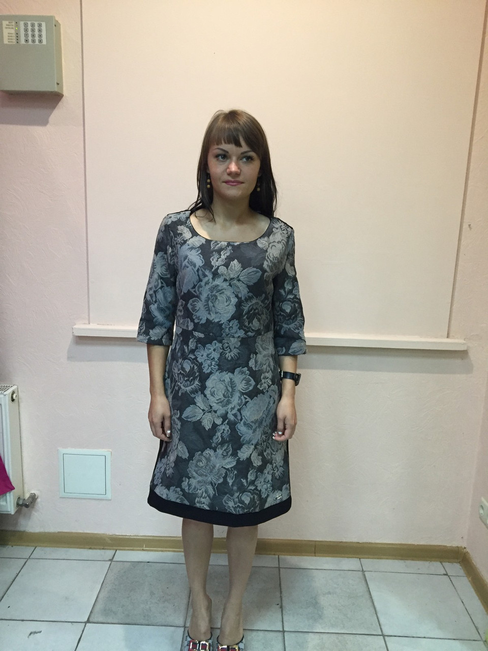 Платье женское офисное Coconuda жаккардовое с принтом длинный рукав