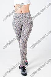 Женские модные спортивные лосины серого цвета с разноцветными полосками