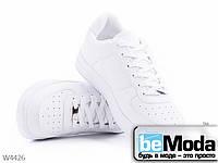 Модные женские классические кроссовки Violeta White из качественной экокожи без лишних декоративных деталей белые