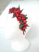 Веночек с красными розами и бутончиками