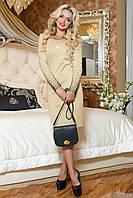 Женственное бежевое платье украшенное жемчугом