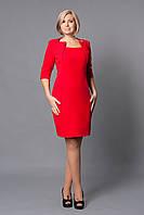 Эффектное красное платье с красивым вырезом декольте
