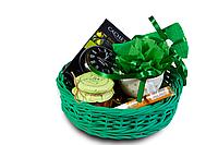 Подарочный набор для женщины в плетенной корзине