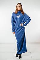 Лаконичное голубое платье с высоким воротником