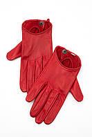 Женские перчатки красного цвета