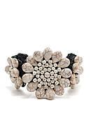Браслет с белым камнем в форме цветка