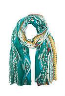 Яркий шарф с принтом
