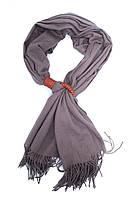 Шарф серого цвета с украшением