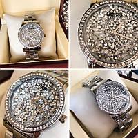 Часы Guess 114610 женские серебристые с циферблатом в камнях