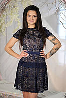 Женское темно-синее гипюровое платье с открытой спиной. Материал: гипюр, кружево, подкладка из дайвинга. Разме