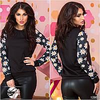 Стильный женский свитшот черного цвета с цветочным принтом на рукавах. Модель 12865.
