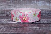 """Лента репсовая с рисунком 2.5 см """"Розовые цветочки"""" на белом фоне, 25 ярд, оптом"""