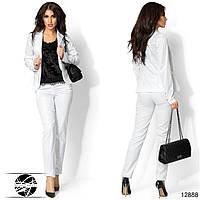 Женский брючный костюм белого цвета. Модель 12888.