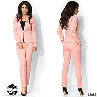 Женский брючный костюм розового цвета. Модель 12886.