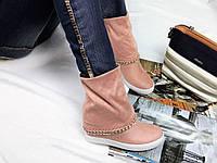 Женские сапоги на танкетке 6 см, эко замша, розовые /  сапожки женские с цепочкой, стильные, высокое качество