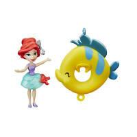 Маленькая кукла принцесса Ариель, плавающая на круге (B8966)