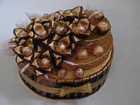 """Торт из конфет с золотыми цветами """"золотое танго"""""""