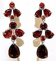 Серьги вечерние.Камень: бордовый циркон. Высота серьги: 4,5 см. Ширина: 15 мм.