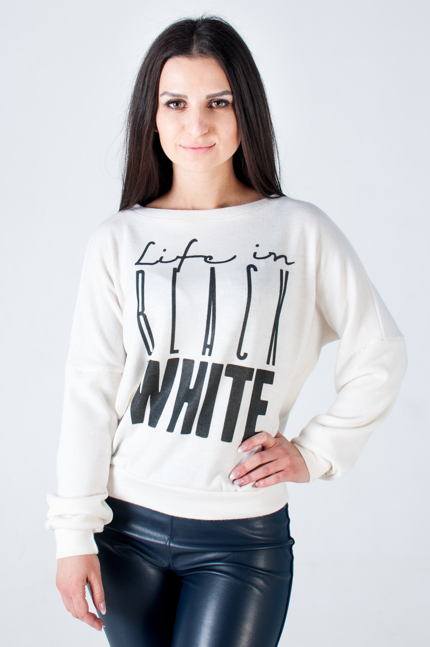 Женский свитшот из ангоры белого цвета Black and white