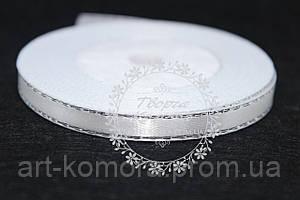 Атласная лента белая с серебряным люрексом, 0,6 см
