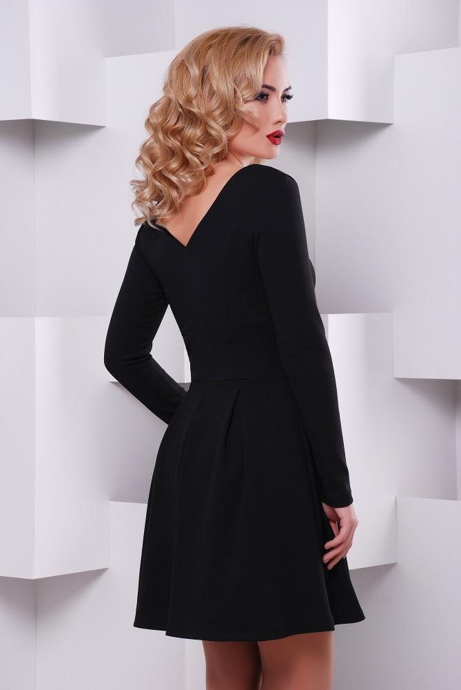 Красотки в черных платьях
