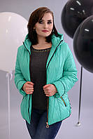 Яркая и стильная демисезонная куртка с капюшоном