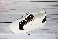 Женские кеды на весну кожаные, белые с черным
