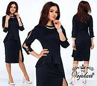 Модное черное  платье с баской, колье в комплекте.  Арт-9907/41