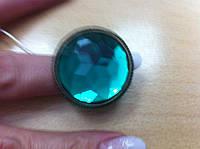 Перстень с большим зеленым камнем