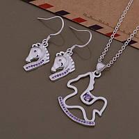 Набор украшений с фиолетовыми стразами лошадки серьги и кулон на цепочке посеребрённые 925 пробы