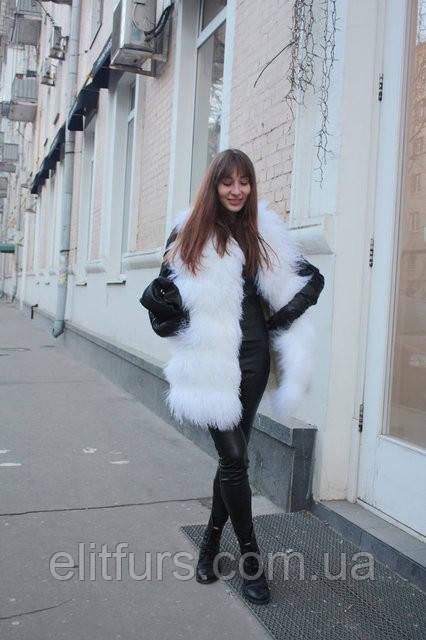 Хутряний жилет з лами білого кольору, довжина 80 см