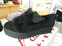 Женские черные замшевые туфли с ушками и натуральным мехом.