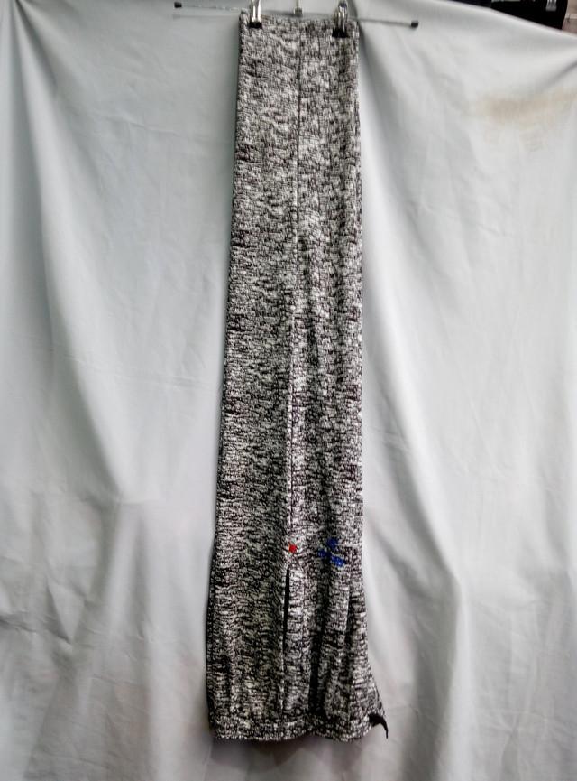 Серые штаны найк