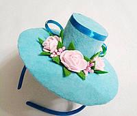 Мини-шляпка голубаяна с розами на обруче. Подарок.
