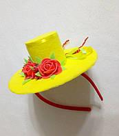 Мини-шляпка желтая с розами на ободке. Подарок.