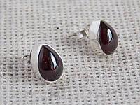 Серебряные серьги  с гранатом в форме капли