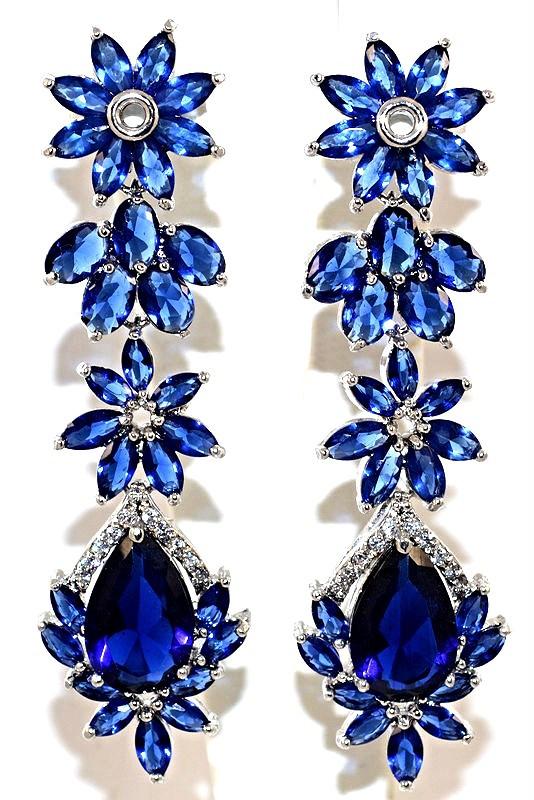Серьги вечерние.Камень: синий и белый циркон. Высота серьги: 6,5 см. Ширина: 17 мм.