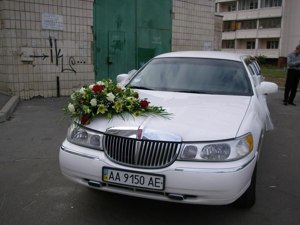 Украшение цветами автомобиля 6
