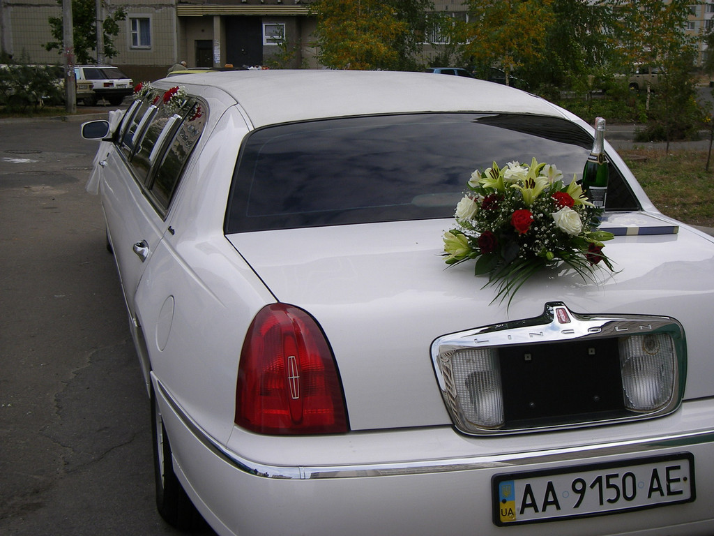 Украшение цветами автомобиля 7