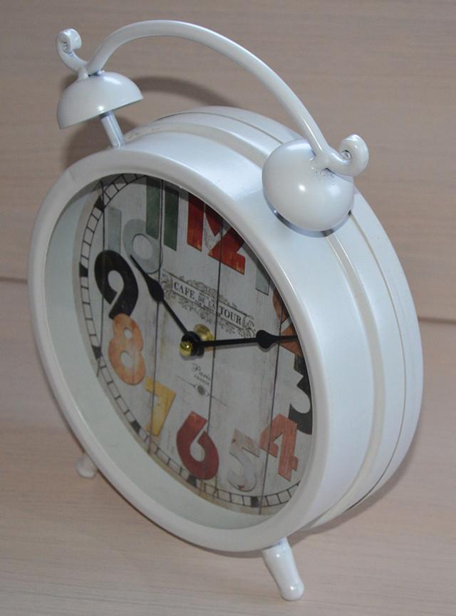 Настольные часы в ретро стиле