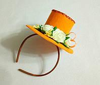 Мини-шляпка оранжевая с розами на ободке. Подарок.