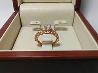 Женское золотое кольцо как на помолвку