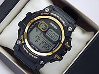 Мужские (женские) спортивные наручные часы Skmei черного цвета с золотистыми вставками, фото 1