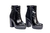 Женские стильные лаковые ботинки на каблуке